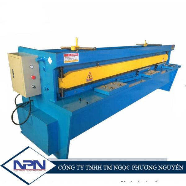 Máy cắt tấm Q11- 1.5 * 2000 mm