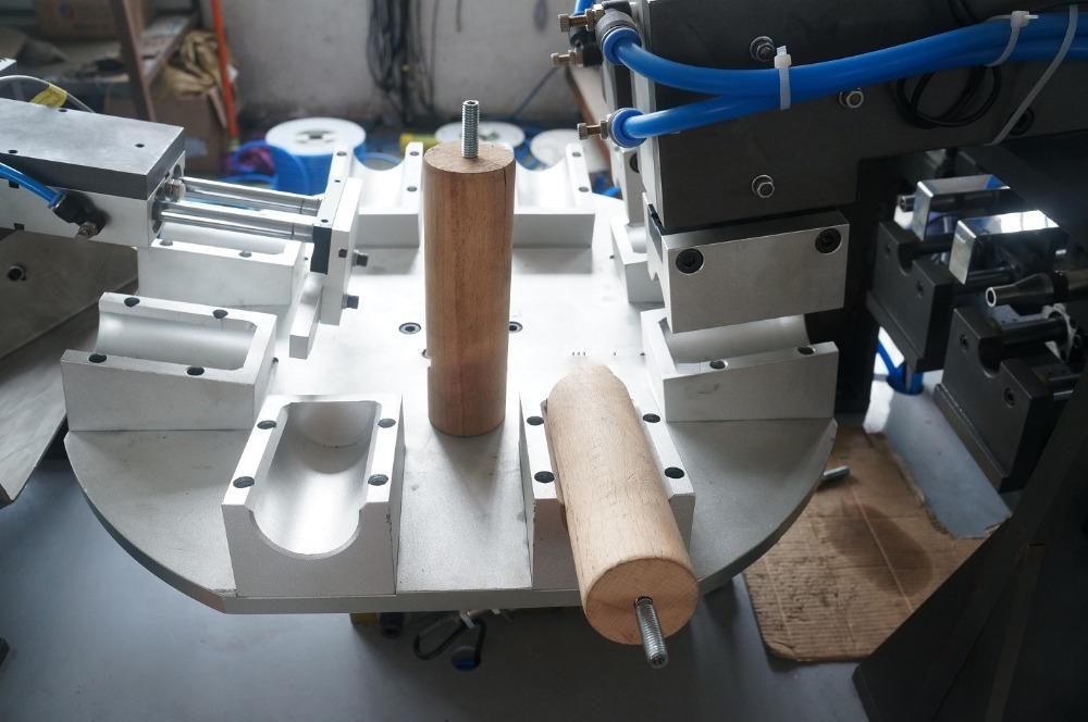 Máy bắn vít lắp ráp tự động cho bảng chân